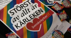 Kondomer i regnbågsförpackning, med bibelord och Svenska kyrkans logga är nog unikt i sin rättframma välsignelse av en queer livsstil.